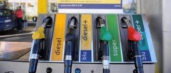 https://www.tp24.it/immagini_articoli/20-04-2019/1555743961-0-benzina-prezzo-stelle-pasqua-aumenti-fino-euro-pieno.jpg
