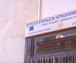 https://www.tp24.it/immagini_articoli/20-04-2021/1618953093-0-alcamo-la-situazione-del-liceo-allmayer-e-ancora-in-bilico.jpg