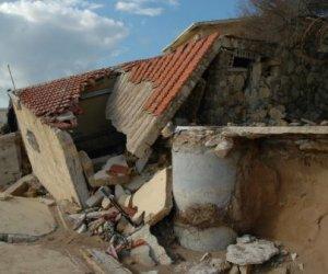 https://www.tp24.it/immagini_articoli/20-05-2018/1526774271-0-case-abusive-marsala-proprietari-demoliscono-2011-sono-state-abbattute.jpg