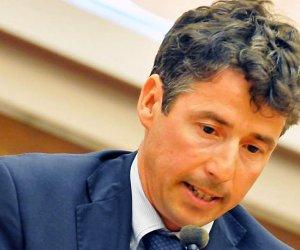 https://www.tp24.it/immagini_articoli/20-05-2020/1589996961-0-sicilia-manfredi-borsellino-e-il-nuovo-capo-del-commissariato-di-mondello.jpg