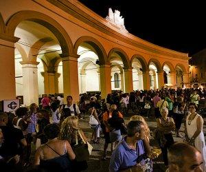 https://www.tp24.it/immagini_articoli/20-07-2016/1468999450-0-trapani-dal-27-al-31-luglio-2016-torna-stragusto-la-festa-del-cibo-da-strada.jpg