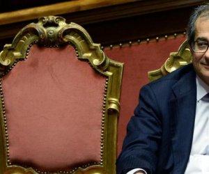 https://www.tp24.it/immagini_articoli/20-07-2018/1532084629-0-maio-salvini-nervi-tesi-vogliono-dimissioni-ministro-tria.jpg