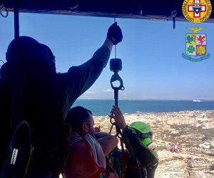 https://www.tp24.it/immagini_articoli/20-07-2021/1626804224-0-favignana-turista-cade-dalla-scogliera-salvato-in-elicottero.jpg
