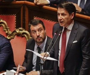 https://www.tp24.it/immagini_articoli/20-08-2019/1566313050-0-fine-governo-gialloverde-conte-dimette.jpg