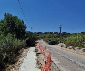 https://www.tp24.it/immagini_articoli/20-08-2019/1566314095-0-alcamo-sono-lavori-strada-calanzonepalmeri.jpg