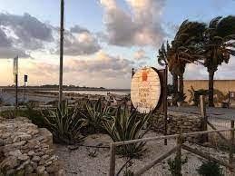 https://www.tp24.it/immagini_articoli/20-08-2021/1629476341-0-abusivismo-allo-stagnone-di-marsala-scrive-il-titolare-del-ristorante-assud-nbsp.jpg