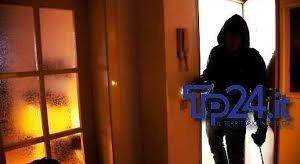 https://www.tp24.it/immagini_articoli/21-01-2019/1548107788-0-trapani-notte-terrore-casa-salone-banda-rapinatori-irruzione.jpg