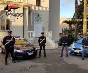 https://www.tp24.it/immagini_articoli/21-01-2020/1579602425-0-marsala-cinque-rubano-appartamento-centro-fermati-polizia-carabinieri.jpg