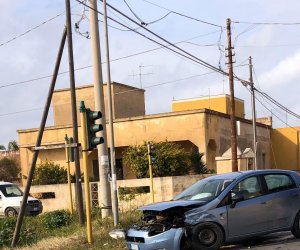 https://www.tp24.it/immagini_articoli/21-01-2020/1579625125-0-marsala-brutto-incidente-allincrocio-contrada-cuore-gesu-feriti.jpg