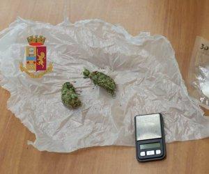 https://www.tp24.it/immagini_articoli/21-02-2020/1582312702-0-marijuana-cocaina-auto-arrestato-spacciatore-alcamo.jpg