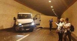 https://www.tp24.it/immagini_articoli/21-09-2021/1632206291-0-incidente-sulla-palermo-mazara-camion-si-ribalta-in-galleria-traffico-in-tilt.jpg