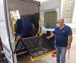 https://www.tp24.it/immagini_articoli/21-09-2021/1632217110-0-alcamo-consegnato-il-mezzo-per-le-persone-disabili.jpg