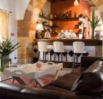 https://www.tp24.it/immagini_articoli/21-11-2018/1542820712-0-riapre-lounge-room-hotel-carmine.jpg