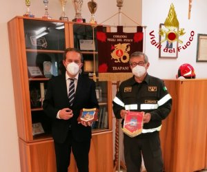 https://www.tp24.it/immagini_articoli/21-11-2020/1605914886-0-il-sindaco-di-marsala-massimo-grillo-in-visita-al-comando-provinciale-dei-vigili-del-fuoco.jpg
