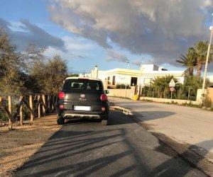 https://www.tp24.it/immagini_articoli/21-11-2020/1605982496-0-marsala-altro-parcheggio-selvaggio-sulla-pista-ciclabile-dello-stagnone.jpg