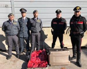 https://www.tp24.it/immagini_articoli/21-12-2019/1576924601-0-sicilia-sequestrato-carico-melassa-tabacco-contrabbando.jpg