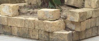 https://www.tp24.it/immagini_articoli/22-02-2019/1550838761-0-marsala-giardino-porta-cade-pezzi-adesso-anche-tufi-fuori-posto.jpg