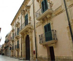 https://www.tp24.it/immagini_articoli/22-06-2021/1624350350-0-marsala-l-associazione-fablab-si-trasferisce-a-palazzo-fici.png