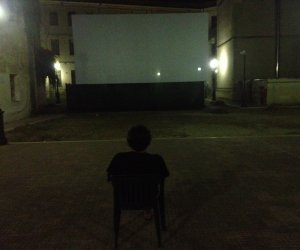 https://www.tp24.it/immagini_articoli/22-07-2014/1406063773-0-fino-al-26-agosto-a-mazara-del-vallo-c-e-il-cinema-all-aperto-costa-tre-euro.jpg