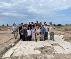 https://www.tp24.it/immagini_articoli/22-09-2021/1632318626-0-un-edificio-sacro-e-un-incrocio-con-la-plateia-scoperti-al-parco-archeologico-di-lilibeo.jpg