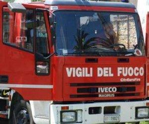 https://www.tp24.it/immagini_articoli/22-10-2019/1571765072-0-incendio-erice-fiamme-canalone-sterpaglie-fuoco.jpg