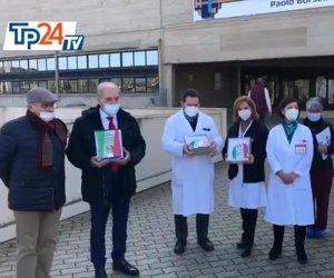 https://www.tp24.it/immagini_articoli/22-12-2020/1608656892-0-donati-panettoni-ai-pazienti-dell-covid-hospital-di-marsala-premiati-i-medici.jpg