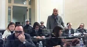 https://www.tp24.it/immagini_articoli/23-01-2019/1548222862-0-trapani-consigliere-toscano-urante-seduta-chiede-fidanzata-sposarlo.jpg