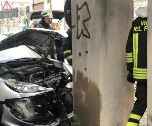 https://www.tp24.it/immagini_articoli/23-01-2019/1548259346-0-marsala-incidente-sottopassaggio-corso-gramsci-auto-prende-pieno-pilastro.jpg