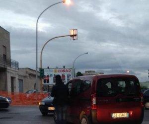 https://www.tp24.it/immagini_articoli/23-01-2019/1548261138-0-marsala-incidente-cavalcavia-scontro-auto-traffico-tilt.jpg