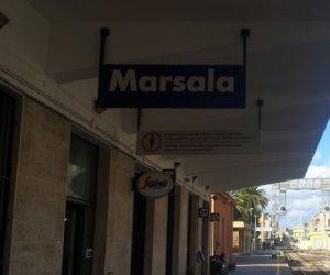 https://www.tp24.it/immagini_articoli/23-01-2020/1579787048-0-marsala-donna-binari-allarrivo-treno-tragedia-sfiorata.jpg