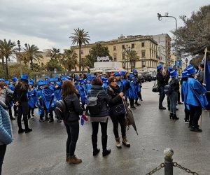 https://www.tp24.it/immagini_articoli/23-03-2019/1553357901-0-trapani-studenti-manifestano-primavera-delleuropa.jpg