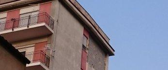 https://www.tp24.it/immagini_articoli/23-04-2019/1556000101-0-danni-scirocco-castelvetrano-parete-vola-piano.jpg