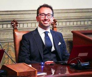 https://www.tp24.it/immagini_articoli/23-04-2019/1556040143-0-bonafede-piera-aiello-redditi-ministri-parlamentari-trapanesi.jpg