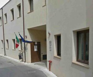 https://www.tp24.it/immagini_articoli/23-05-2020/1590217473-0-riapre-la-biblioteca-comunale-a-mazara.jpg