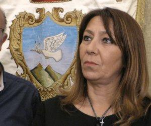 https://www.tp24.it/immagini_articoli/23-08-2020/1598173378-0-amore-di-zia-la-sindaca-toscano-e-i-voti-del-nipote-da-aggiustare.png