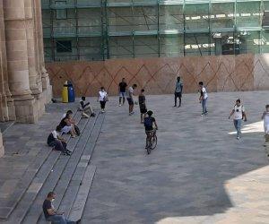 https://www.tp24.it/immagini_articoli/23-09-2020/1600869168-0-le-proteste-per-i-ragazzi-nbsp-che-giocano-a-pallone-a-piazza-loggia.jpg