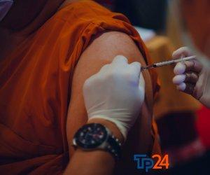 https://www.tp24.it/immagini_articoli/23-09-2021/1632404496-0-vaccino-anti-covid-terza-dose-al-via-la-somministrazione-anche-in-provincia-di-trapani.jpg