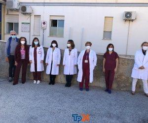 https://www.tp24.it/immagini_articoli/23-11-2020/1606127180-0-tute-visiere-e-mascherine-nbsp-donati-ai-medici-del-pronto-soccorso-nbsp-di-trapani.jpg