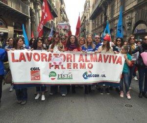 https://www.tp24.it/immagini_articoli/23-12-2019/1577132661-0-sicilia-rischio-lavoratori-almaviva-taglia-commessa-assegnata.jpg
