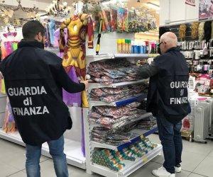https://www.tp24.it/immagini_articoli/24-02-2020/1582531535-0-sicilia-maxi-sequestro-prodotti-contraffatti-sicuri-denunciato-commerciante.jpg