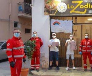https://www.tp24.it/immagini_articoli/24-03-2020/1585064267-0-coronavirus-castelvetrano-pizzeria-zodiaco-dona-pizze.jpg