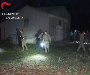 https://www.tp24.it/immagini_articoli/24-09-2021/1632476623-0-operazione-antimafia-in-sicilia-scoperti-due-casi-di-lupara-bianca-nbsp.png