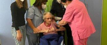 https://www.tp24.it/immagini_articoli/24-10-2021/1635062112-0-coronavirus-sicilia-nbsp-nbsp-107-anni-riceve-la-terza-dose-del-vaccino-anti-covid.jpg