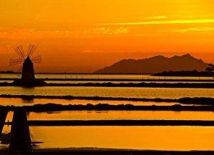 https://www.tp24.it/immagini_articoli/24-11-2019/1574612305-0-tramonto-saline-marsala-quarto-bello-mondo.jpg