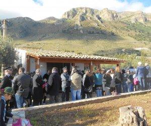 https://www.tp24.it/immagini_articoli/25-01-2016/1453732726-0-castellammare-inaugurato-il-bene-confiscato-di-contrada-crociferi.jpg