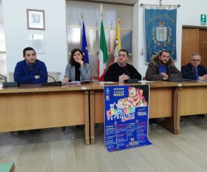 https://www.tp24.it/immagini_articoli/25-01-2019/1548375928-0-presentato-carnevale-petrosino-2019-novita-lofficina-ospite-nazionale.jpg