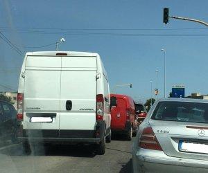 https://www.tp24.it/immagini_articoli/25-06-2019/1561473019-0-veicoli-coinvolti-tamponamento-catena-semaforo-dingresso-mazara.jpg