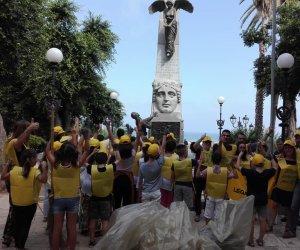 https://www.tp24.it/immagini_articoli/25-09-2019/1569411816-0-castellammare-studenti-puliscono-luoghi-simbolo-comune.jpg
