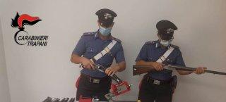 https://www.tp24.it/immagini_articoli/25-09-2021/1632548274-0-partanna-spara-contro-casa-del-fratello-e-i-carabinieri-gli-trovano-un-arsenale-a-casa-nbsp.jpg