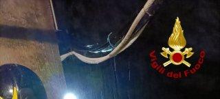 https://www.tp24.it/immagini_articoli/25-10-2021/1635139574-0-maltempo-in-sicilia-allagamenti-e-danni-quattro-persone-salvate-a-castellamare-del-golfo.jpg